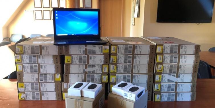 Więcej komputerów w szkołach