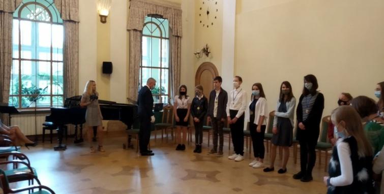 """Uczennica naszej szkoły brązową medalistką Wojewódzkiego Konkursu """"Ptaków Śpiew"""""""