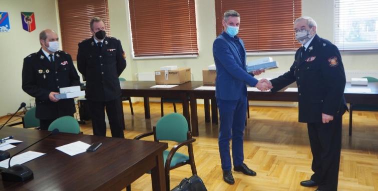 5 nowych defibrylatorów w gminie Kleczew